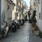 Skiathos_Gasse_Mopeds