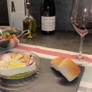 Tomatensalat mit Feta und Olivenöl